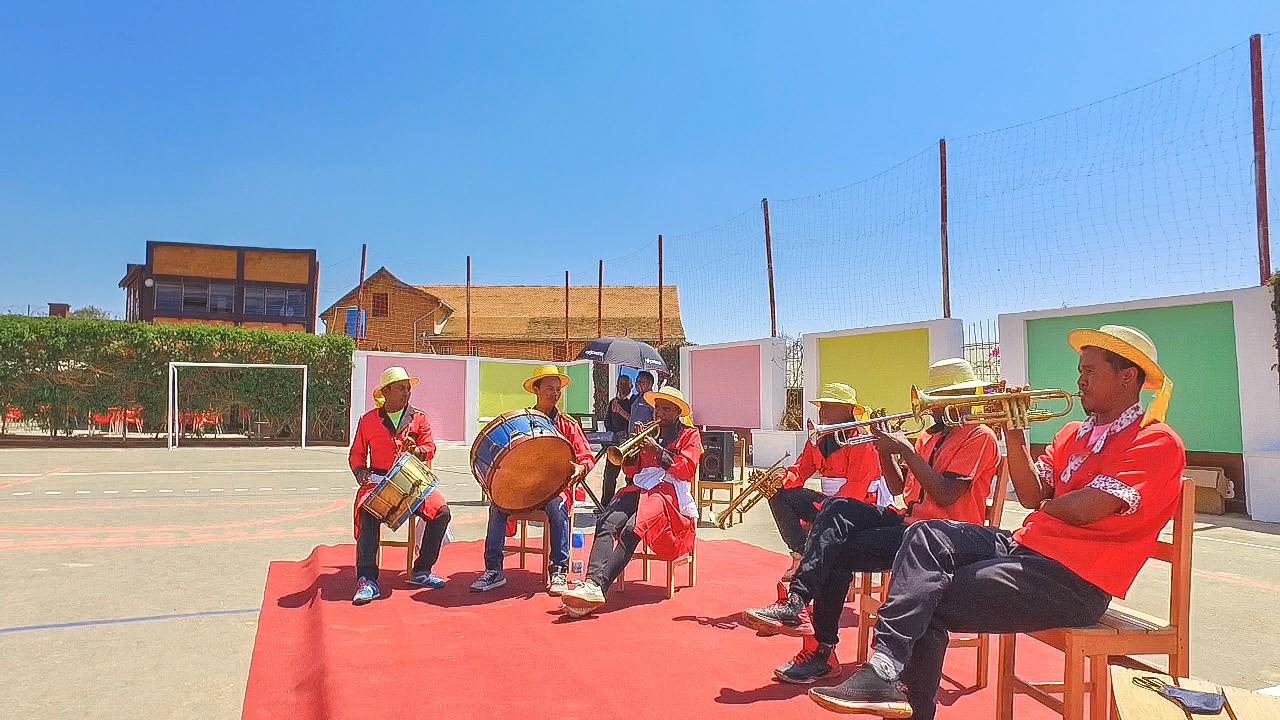Rentrée des classes - Musiciens animant le défilé des élèves